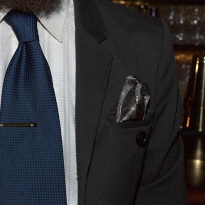 Einstecktuch aus Seide mit Muster in Gold-Grau.